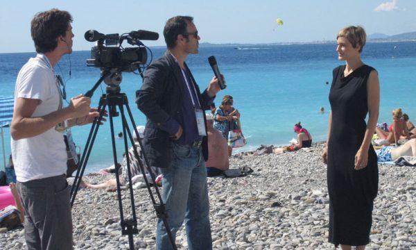 Entretien avec TV5 Monde sur la plage de Nice lors des Jeux de la Francophonie
