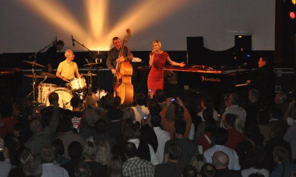 Valerie-live-avec-Charlie-Watts-Rolling-Stones-et-Jools-Holland - copie